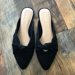 Knotted Sweetheart Mules back suede size 9
